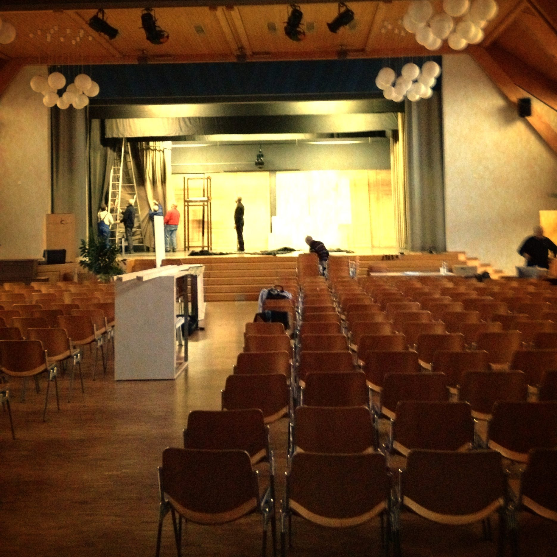 01.07.13 Theater Belp Preparing The Stage
